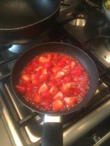 Catering Chef Léon uit Veghel bakt aardbeien